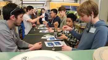 An der IB Live 2017 erhalten Schüler Einblick in Industriebetriebe. Zum Beispiel in die Fraisa in Bellach.