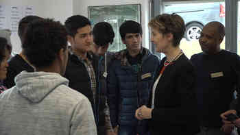 Bundesrätin Sommaruga besucht Asylunterkunft in Büren an der Aare
