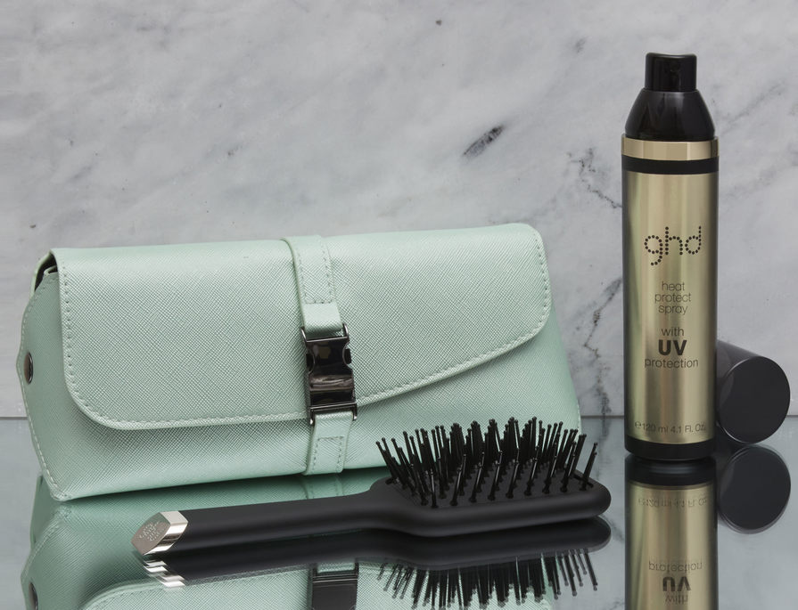 Receive a FREE ghd style gift set worth $49 with the purchase of any ghd curve® curler* for a limited time only!