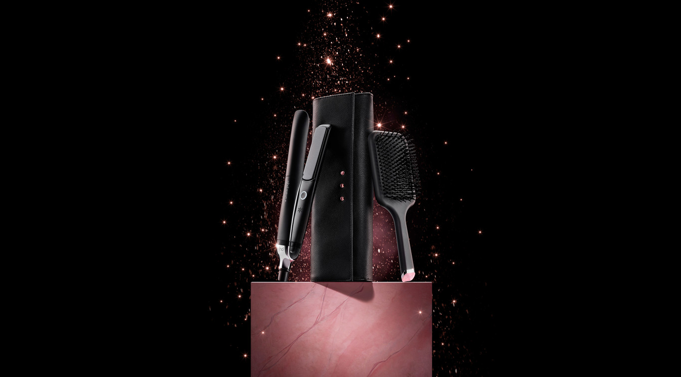 Give your hair the royal treatment with this season's most desired luxury gift sets. Curated and displayed in luxury gift boxes alongside <b>free</b> styling accessories, giving the gift of ghd has never been easier.